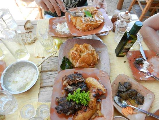 Kaliviani, Grecia: Piatti in tavola