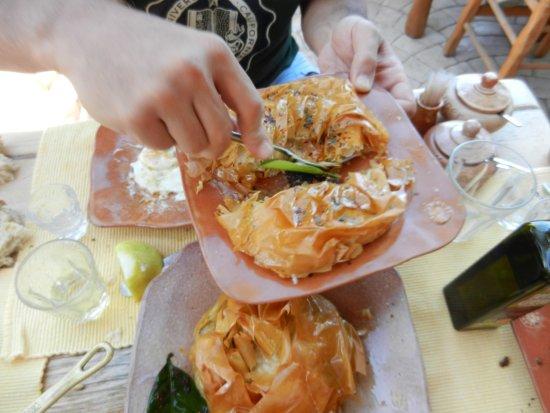 Kaliviani, กรีซ: Formaggio in crosta di pasta fillo