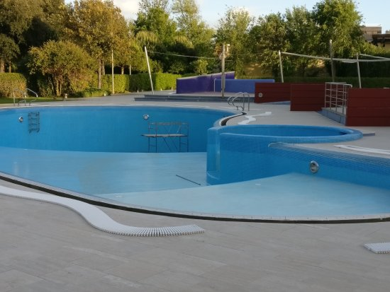 Calambrone, Italie : Lovely pool but closed in May for holidaymakers.