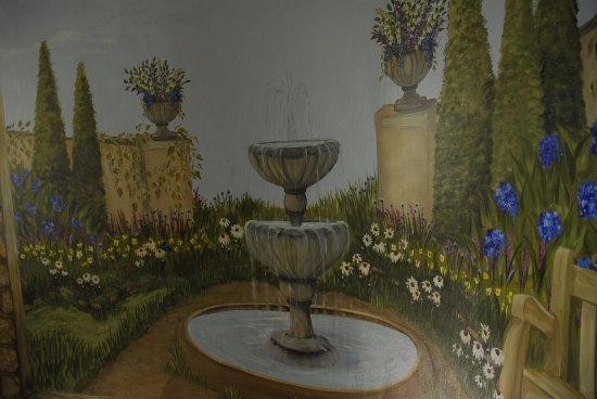 Spring Seasons Inn & Tea Room: Artwork on staircase