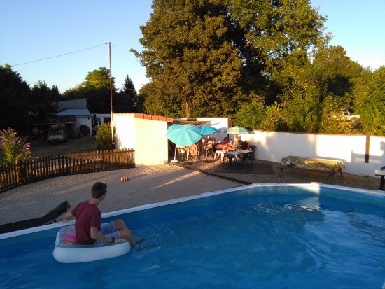 Messe, Frankrike: Early evening in the pool