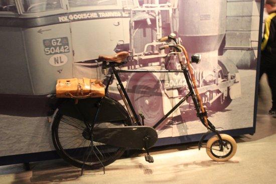 Musée de la Résistance : Bicycle rebuilt using spare parts?