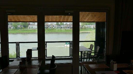 Vianen, เนเธอร์แลนด์: Uitzicht op de lek. Je ziet de overkant, noord oever.