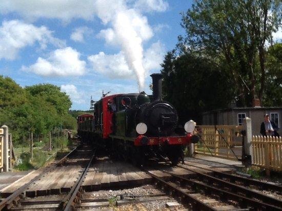 Wootton Bridge, UK: Train on arrival