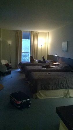 Uno Buenos Aires Suites: Quarto bem espaçoso