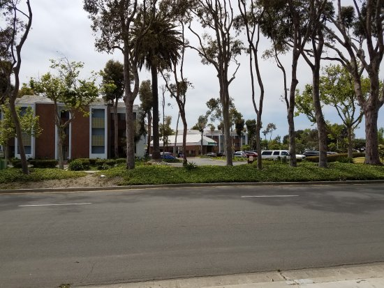 Port Hueneme, CA: View from across the street... quiet neighborhood area