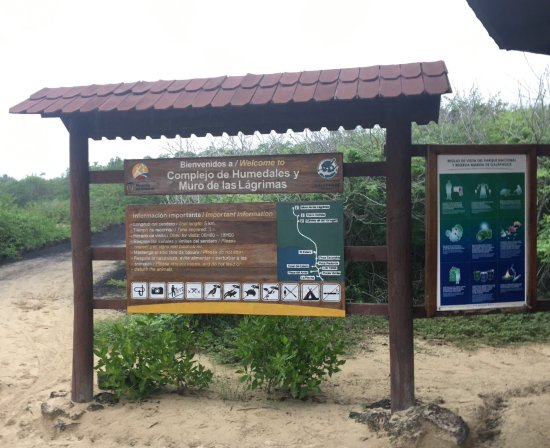 Puerto Villamil, Ecuador: Trail and entrance to a great nature walk