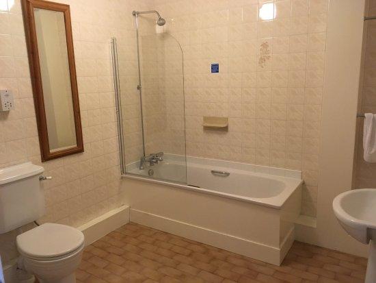 Gosforth, UK: Large Bathroom