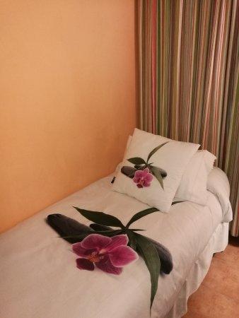 Luz Madrid Rooms: Habitacion triple, cama individual.