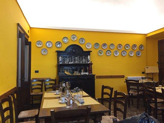 Dongo, Italië: Locale accogliente e caloroso; proprio una bella atmosfera familiare 😊