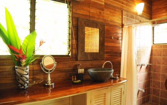 Mal Pais, Costa Rica: Deluxe room bathroom