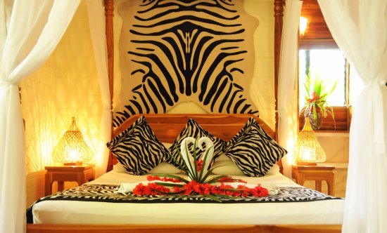 Mal Pais, Costa Rica: Deluxe room queen size bed