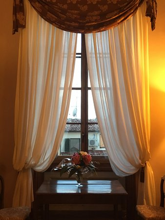 Hotel Palazzo Guadagni: We ordered flowers and they arranged a beautiful bouquet