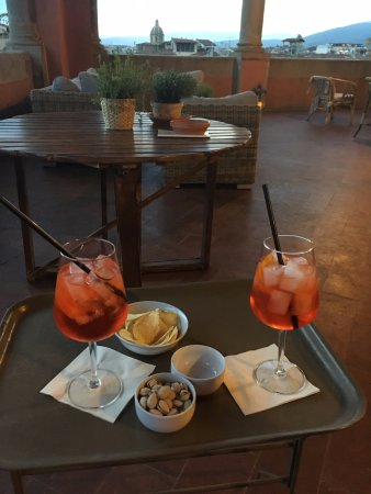 Hotel Palazzo Guadagni: Drinks on the outdoor patio