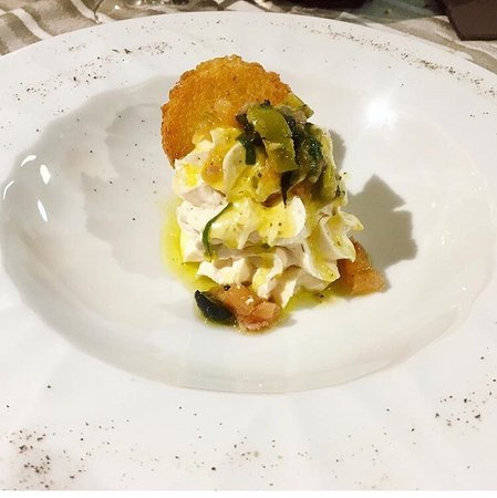 Rosora, อิตาลี: Mouse di salmone e mascarpone con crostino all'olio di oliva