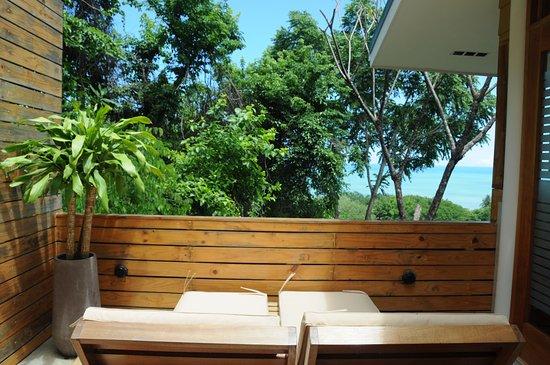 Mal País, Costa Rica: Honeymoon Suite ocean view sun lounge