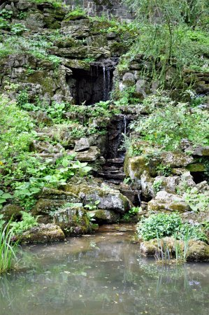 Winterthur, DE: Waterfall in the garden