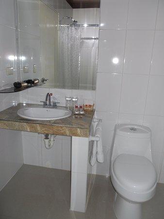 Hotel El Abuelo: Baño de las habitaciones