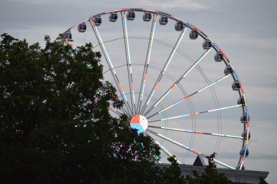 Valley Forge Inn: Ferris wheel
