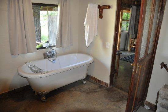 Divundu, Namibia: Bathtub on chrome feet. Quaint.