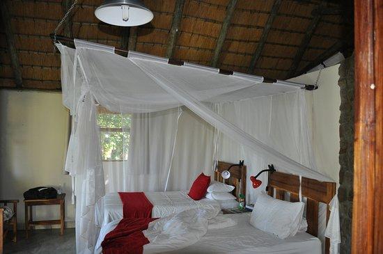 Divundu, Namibia: Beds with mosquito netting. Few mosquitos though!