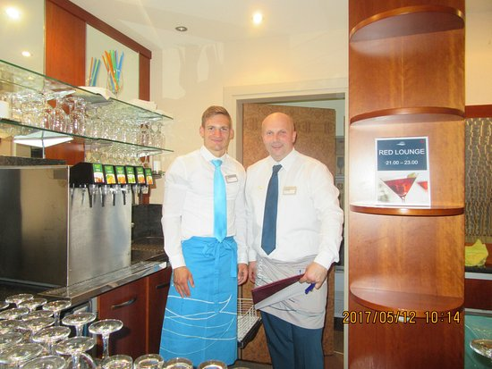 TUI Sensimar Medulin: Luca in the blue , don't know the other Bartenders name, Both brilliant