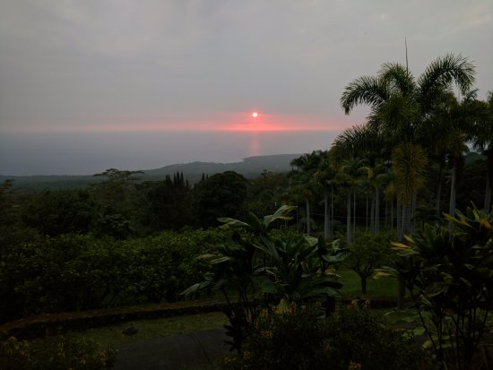 Aloha Guest House: Sunset from the Kohola room