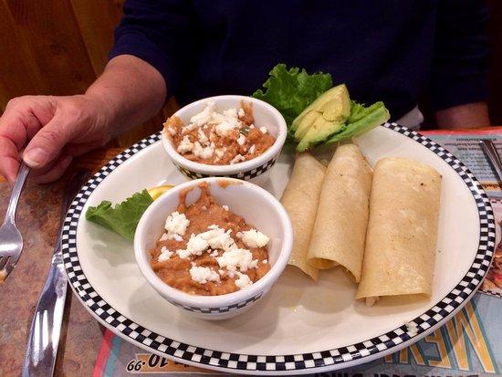 Cottonwood, AZ: Chicken Enchiladas (without green chili sauce)
