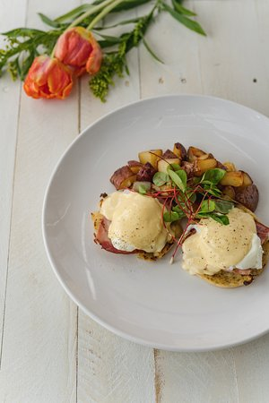 Fairfield, CT: THE CHELSEA BENEDICT / english muffin, apple wood smoked Berkshire ham, classic hollandaise w/ho