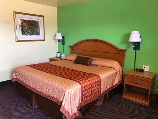 Shamrock, Техас: KING SIZE BEDROOM