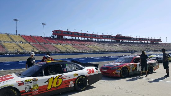 Fontana, CA: Cars in the pits