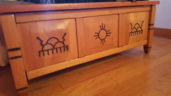 Indian Lodge: Beautiful furniture