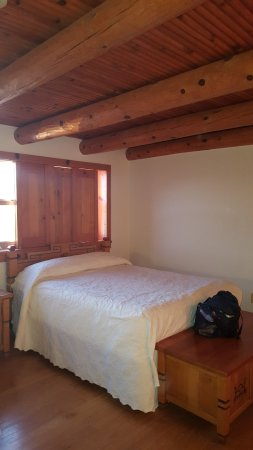 Indian Lodge: 2 x double beds in this room; great ceiling and shutters