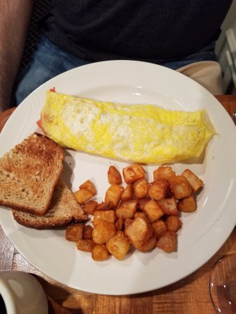 The Smithfield Inn Bed and Breakfast, Restaurant and Tavern: Chef's omelette