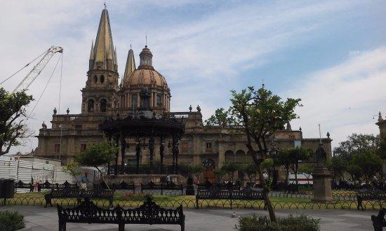 Hotel Fénix : plaza de armas y catedral