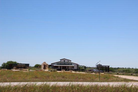 Rogers, TX: Walker Honey Farm