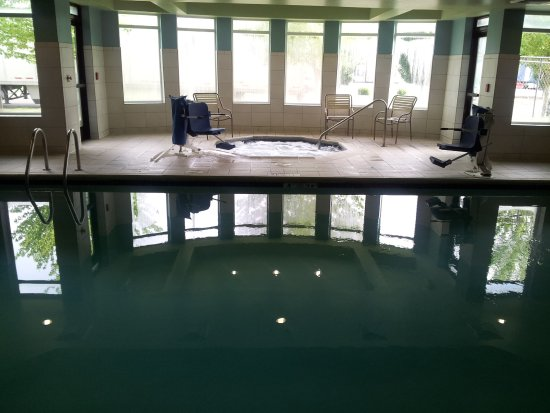 Central Point, Oregon: Pool and hot tub