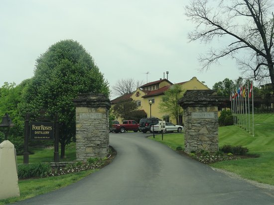 Lawrenceburg, KY: Entrance To The Four Roses Property