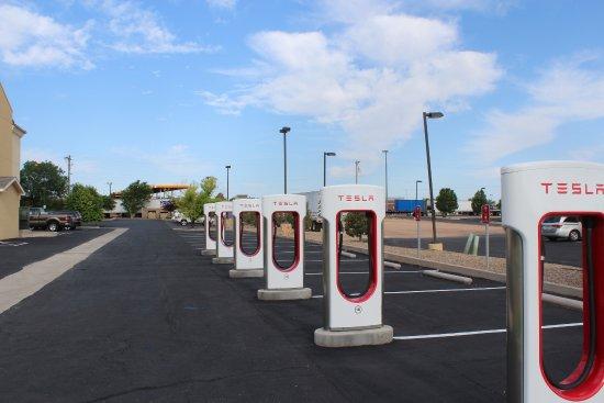 Tucumcari, NM: Tesla stations