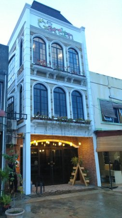 Evening View Picture Of My Garden Resto Cafe Bar Batam Center Tripadvisor
