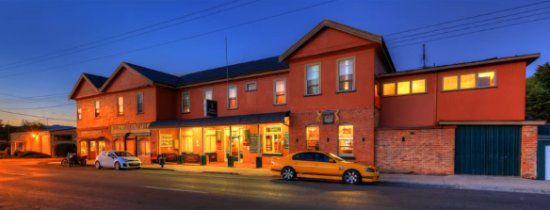 The Mole Creek Hotel in the twilight