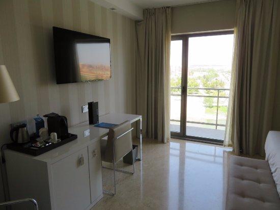 NH Ciudad de Zaragoza: 7th floor interior