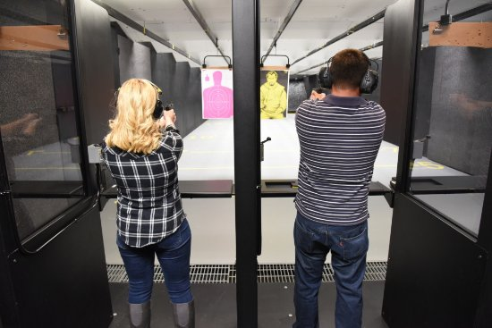 Dingmans Ferry, เพนซิลเวเนีย: DSR is Pike County's Premiere 6-Lane Indoor Pistol and Rifle Shooting Range.