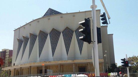 Catedral Metropolitana María Reina: La Entrada principal
