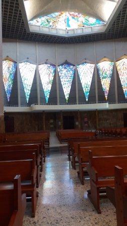 Catedral Metropolitana María Reina: La Capilla que está a un costado de la nave central