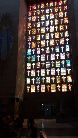 Catedral Metropolitana María Reina: La hermosura de sus vitrales