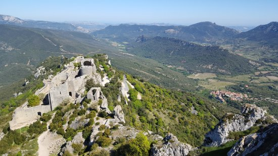 Aux Quatre Saisons: Nearby Cathar castles with great views