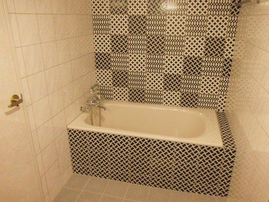 Hotel Urban: ジャパニーズルームの浴室