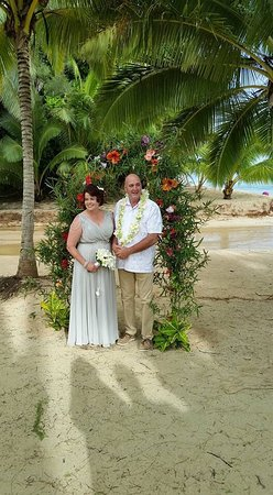 Palm Grove: Our wedding day , on the beach in front of our bungalow