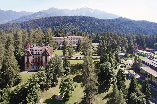 Grand Hotel Waldhaus Flims Alpine Grand Hotel & Spa: Hotelpark